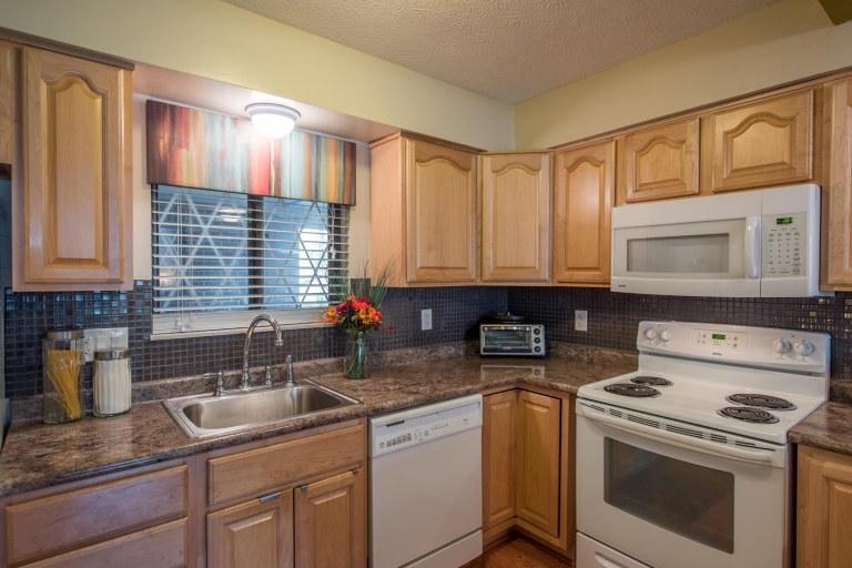 5341 Valley Ln E Kitchen