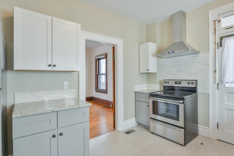 286 E Woodrow Avenue - Ceramic tile floor