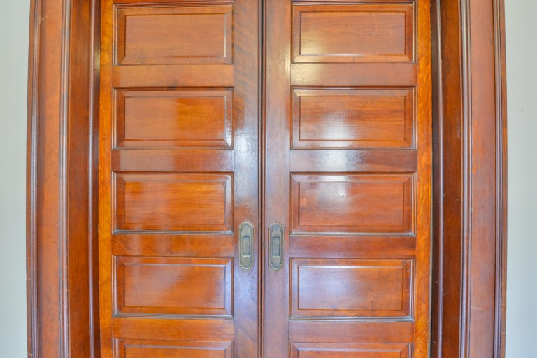 286 E Woodrow Avenue - Pocket doors