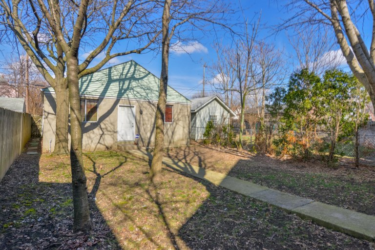 286 E Woodrow Avenue - Large, fenced back yard